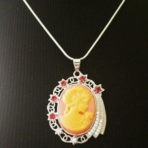 Sale🎊 Beautiful silver filled cameo necklace
